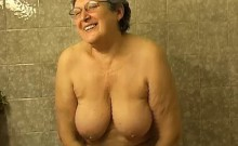 Granny Masturbate Herself With A Toy In Bath